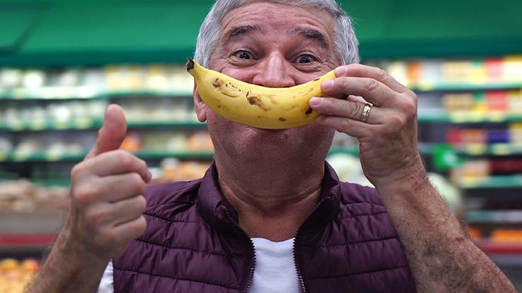 Un consommateur de banane heureux. Crédits Adobe Stock